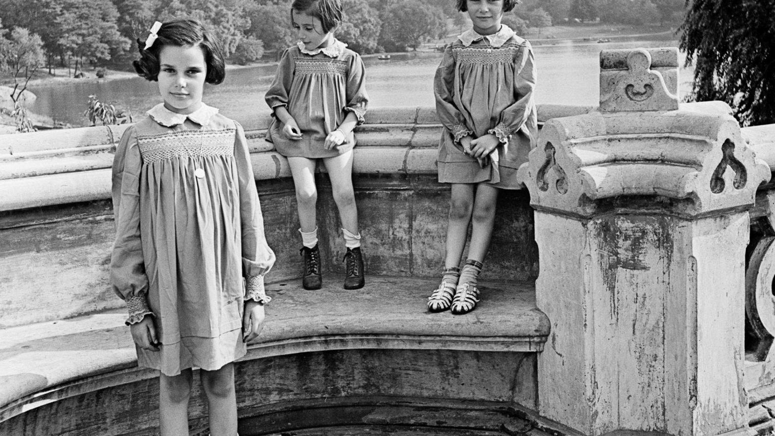 Siostry Marion, Renate i Karen Gumprecht, objęte pomocą National Refugee Service (NRS) i Hebrew Immigrant Aid Society (HIAS), wkrótce po przybyciu do Stanów Zjednoczonych, Central Park, Nowy Jork, 1941