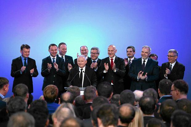 Jarosław Kaczyński podczas wieczoru wyborczego w siedzibie PIS