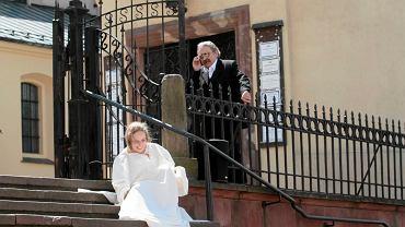 Kielce, 29.05.2016 r. Marsz Życia, scena porodu odegrana na schodach katedry