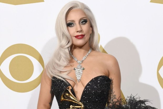 """Lady Gaga kręci z Bradleyem Cooperem nową wersję musicalu """"Narodziny gwiazdy"""" (""""A Star Is Born""""). Wokalistka wystąpi pod prawdziwym imieniem i nazwiskiem."""