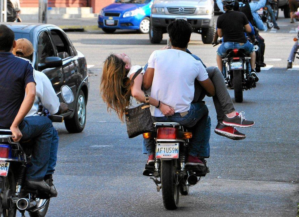 Zdj�cie numer 1 w galerii - Miss pi�kno�ci z Wenezueli zastrzelona podczas protest�w. Dramatyczne zdj�cia obieg�y �wiat