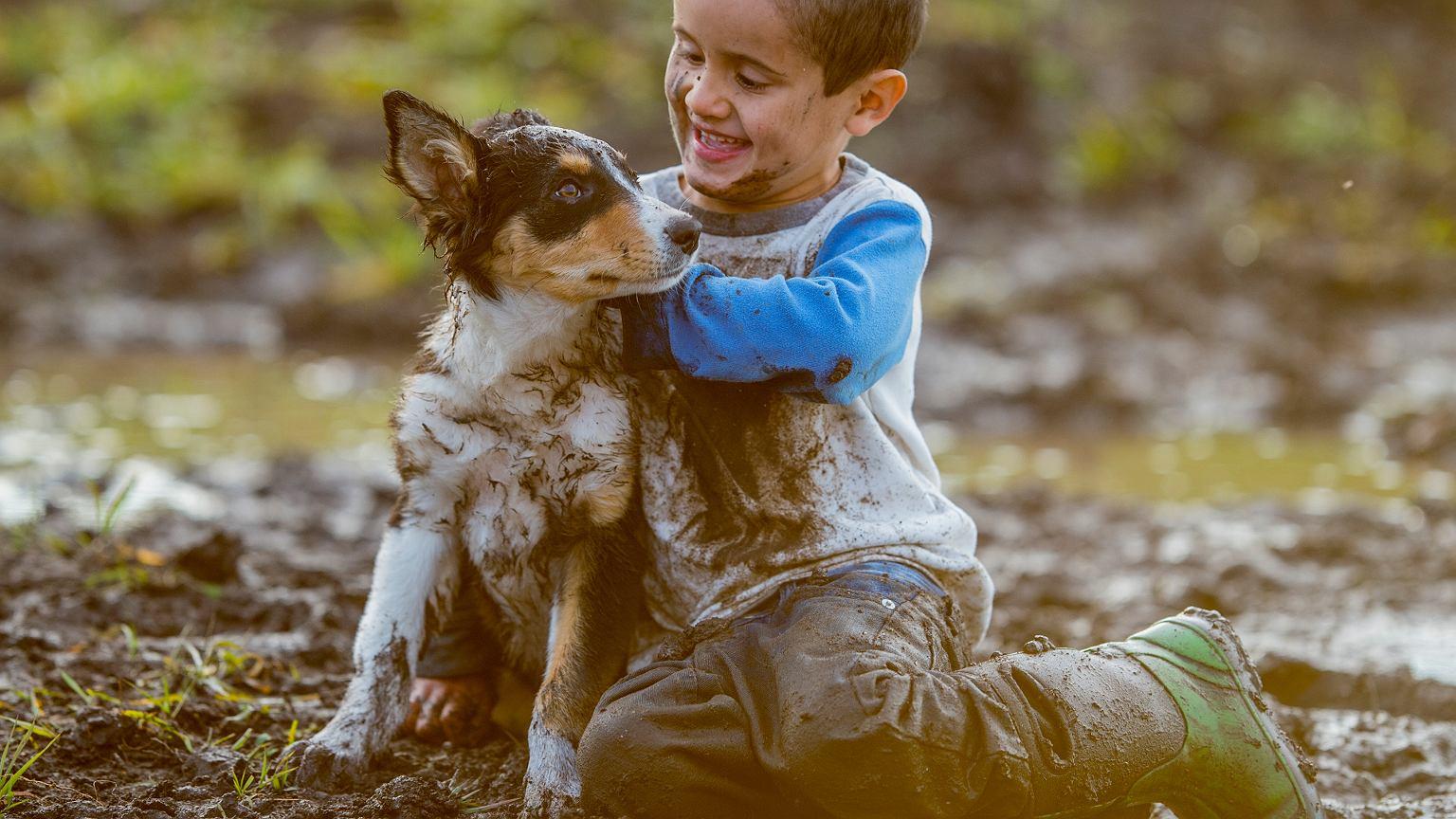 Kontakt z brudem i zwierzętami to bardzo korzystna dla zdrowia aktywność