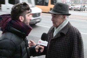 """Nasz reporter pyta przechodnia o kolejki, ten okazuje się być legendą muzyki. """"Byłem słynniejszy od papieża"""""""