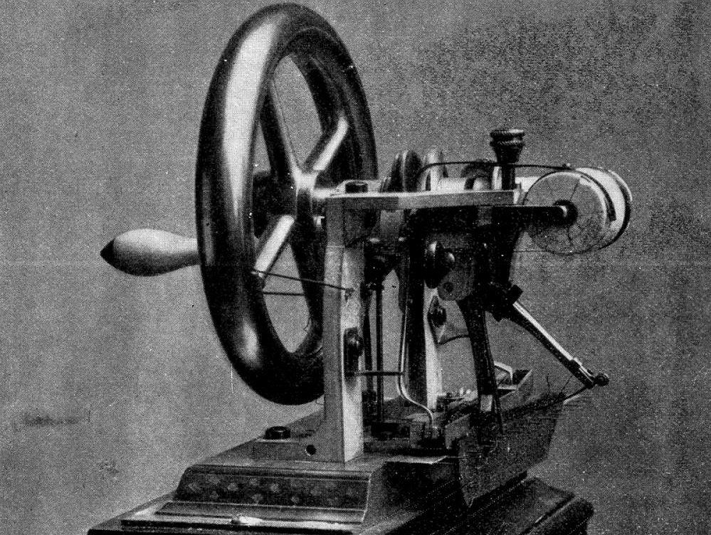 8bf109d78ca2a Maszyna do szycia stworzona przez Eliasa Howe (fot. autor nieznany /  wikimedia.org