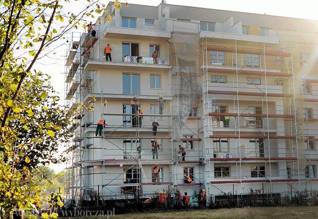 Na rachunek powierniczy trafiają wpłaty nabywców mieszkań i domów będących w trakcie budowy
