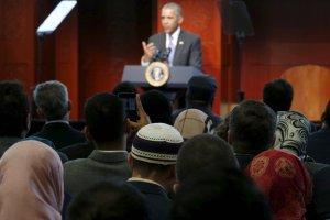 Barack Obama odwiedzi� meczet i pot�pi� antymuzu�ma�sk� retoryk�