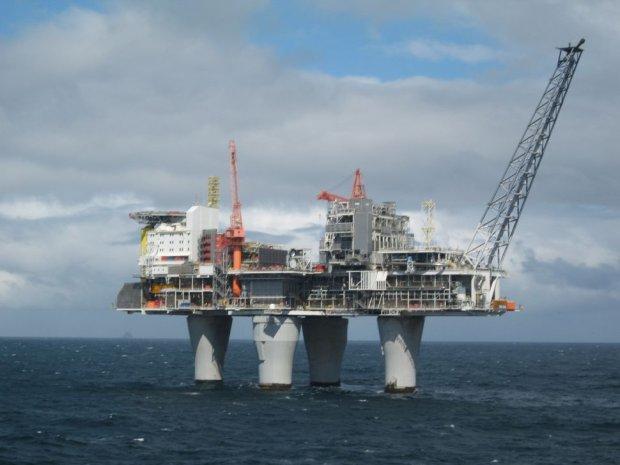 Norwegia rok temu og�osi�a koniec epoki ropy naftowej. Dopiero teraz wie, co to naprawd� oznacza