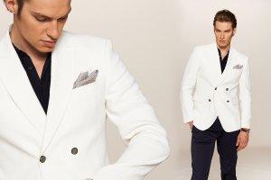 Moda męska: biała klasyka na koniec lata [SESJA]