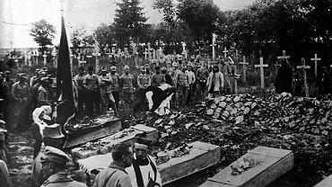 Listopad 1918 r. pogrzeb obrońców Lwowa ? wśród 2 tys. poległych żołnierzy polskich było kilkaset dzieci.