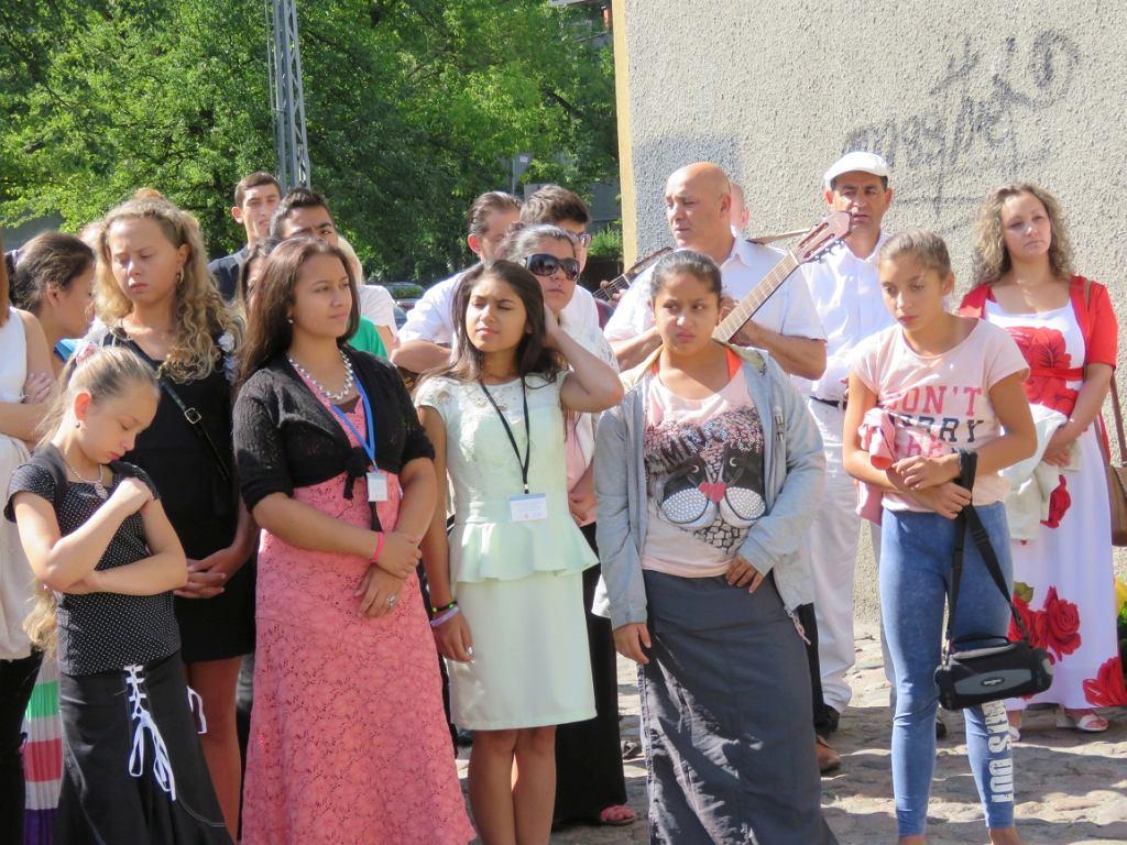 Romska młodzież z woj. łódzkiego (fot. Centrum Doradztwa i Informacji dla Romów w Polsce)