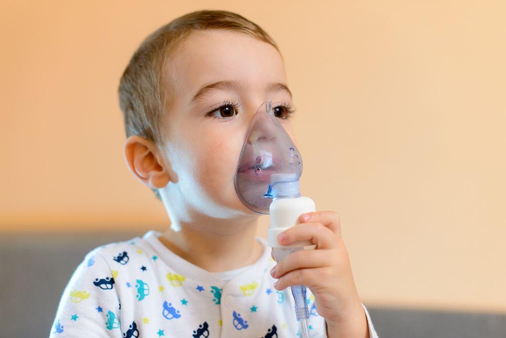 Mniejsze ryzyko astmy występuje u dzieci które były karmione piersią przynajmniej przez pierwsze 4-6 miesięcy życia