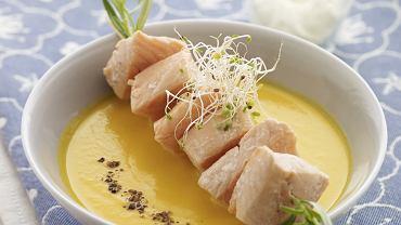 Zupa z marchwi z szaszłykami z łososia