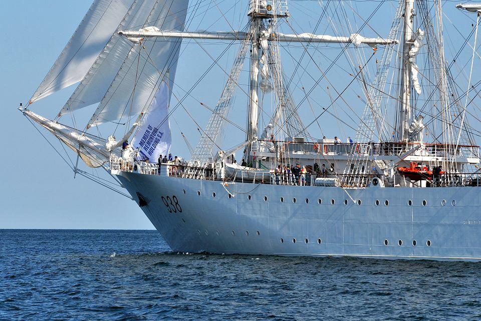 صور السفينة الشراعية الجزائرية  [ الملاح 938 ] - صفحة 6 Z22121919V,Zaglowiec--El-Mellah--zbudowany-przez-stocznie-Rem