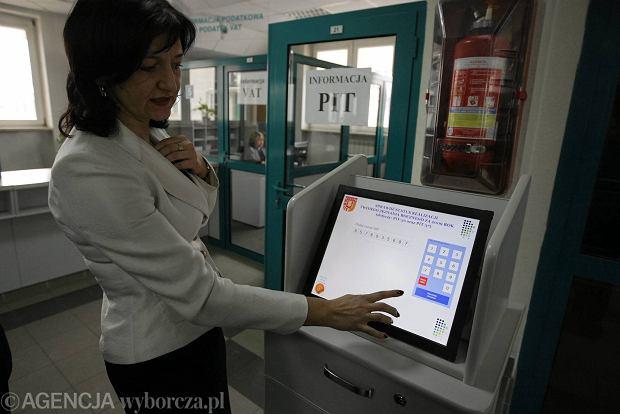 Informator podatkowy, tzw. pitomat w kieleckim Urzędzie Skarbowym w którym można złożyć zeznanie podatkowe