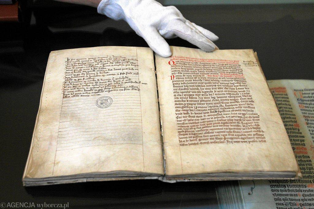 Zdjęcie numer 1 w galerii - Księga Henrykowska została wpisana na Listę Pamięć Świata UNESCO. Zawiera najstarsze zdanie zapisane w języku polskim