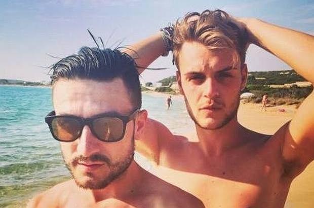 Michał Kwiatkowski, starszy brat Dawida Kwiatkowskiego, na miesiąc miodowy ze swoim ukochanym wyspał się na greckie wyspy Mykonos i Paros. Opalają się, zażywają kąpieli i pozują do zdjęć na Instagramie.