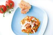 Spaghetti z pulpecikami ciel�cymi i sosem z duszonych pomidor�w