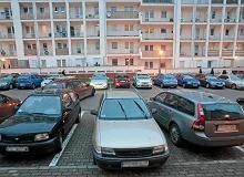 Rząd chce karać za niechlujne parkowanie