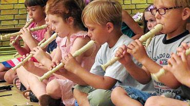 Radny Żoliborza alarmuje. Dzieci uczą się tam grać na fletach... 'Odę do radości' [zdjęcie ilustracyjne]