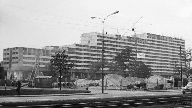Zdjęcie numer 0 w galerii - 50 lat temu rozpoczęła się budowa Superjednostki. Ale w Polsce są o wiele większe bloki