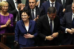 """Premier Kopacz trzyma si� centrum. Stawia na sprawy socjalne i """"bezpiecze�stwo polskich rodzin"""""""