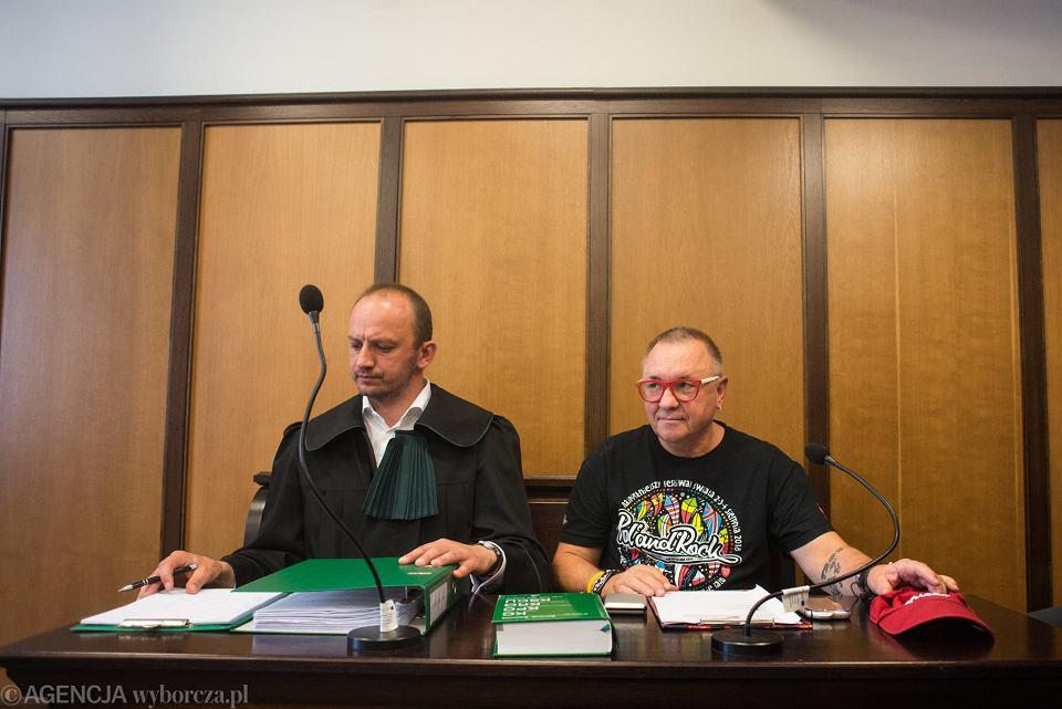 Jerzy Owsiak z adwokatem Jarosławem Kowalewskim