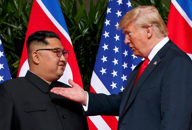 Zdjęcie numer 2 w galerii - Dziennikarze myśleli, że to dziwny film koreańskiej propagandy. Okazało się, że to dzieło Donalda Trumpa