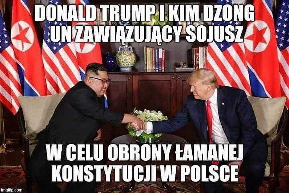 Donald Trump i Kim Dzong Un wymienili uściski dłoni - memy