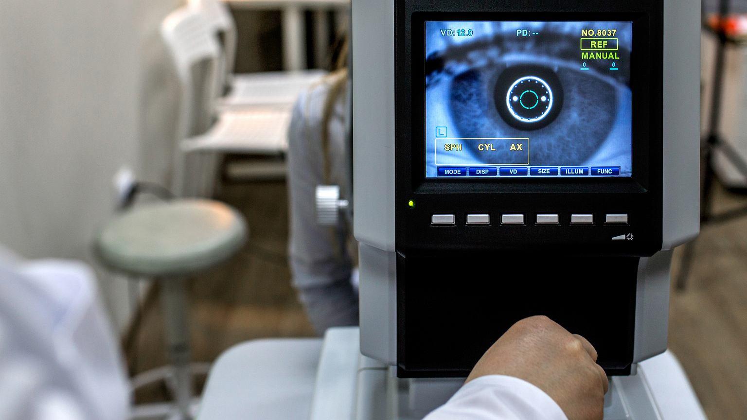 Żeby móc ocenić stan zdrowia pacjenta, trzeba zajrzeć aż do samego dna oka