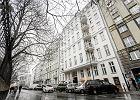Żona radnego PiS grozi pozwami  dziennikarzom. Onet: Kupiła mieszkanie w kamienicy Waltzów