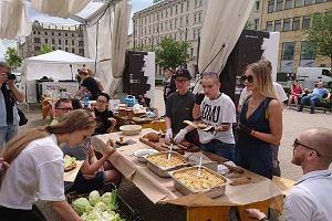 Malta Festival. Pajda chleba dla uchodźców na koniec festiwalu