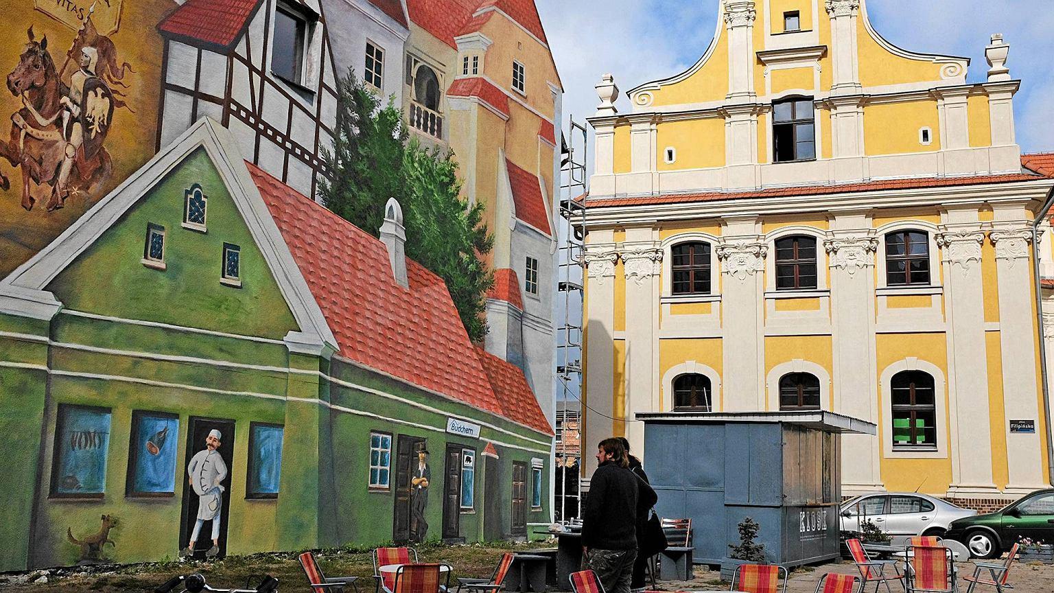 Tr bacz na dachu czyli nowy mural na r dce for Mural na tamie w solinie