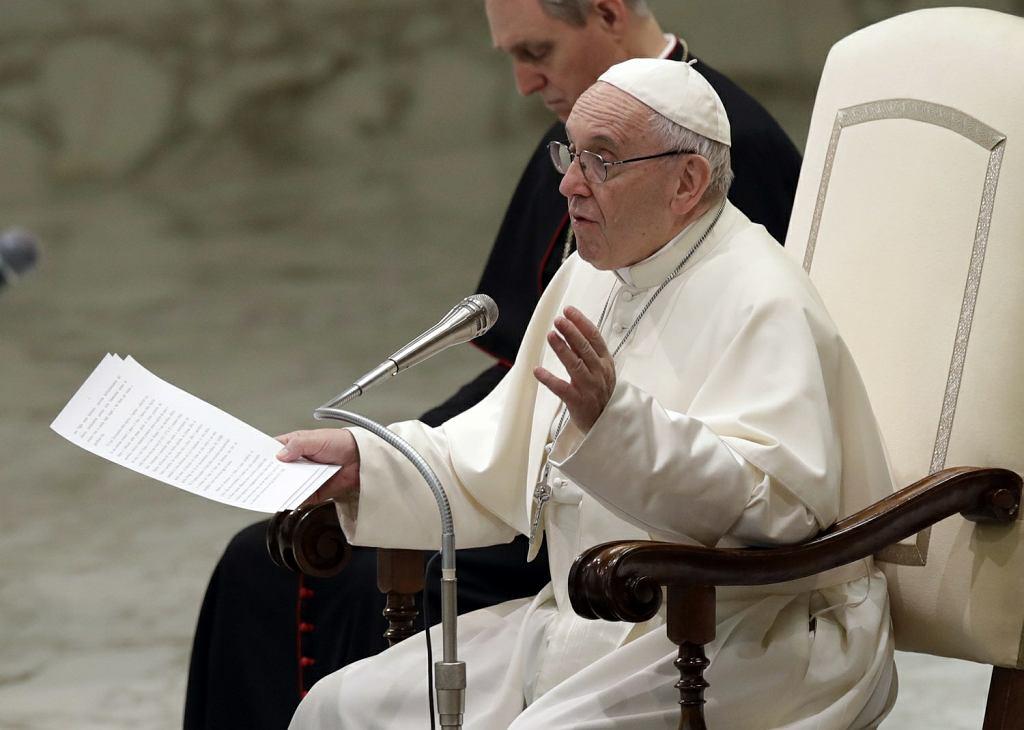 Papież Franciszek krytykuje opłaty za msze