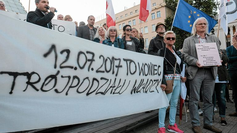 Protest przeciwko ustawie o Sadzie Najwyższym