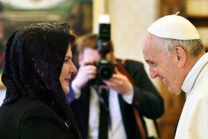 Sk�d kobiece nakrycia g�owy podczas wizyt u papie�a?