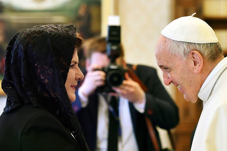 2dca847699 Skąd kobiece nakrycia głowy podczas wizyt u papieża