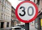 Niższa prędkość w terenie zabudowanym i obowiązkowe kaski dla rowerzystów. Rząd zaostrzy przepisy