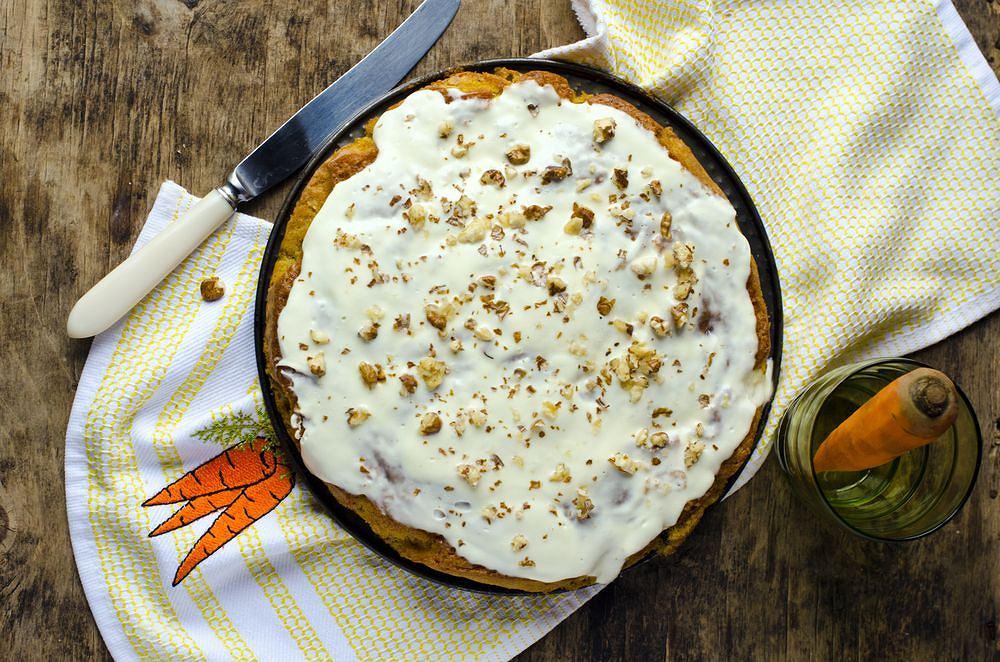 Ciasto marchewkowe to jeden z naszych ulubionych, a przy tym najprostszych do przygotowania wypieków.