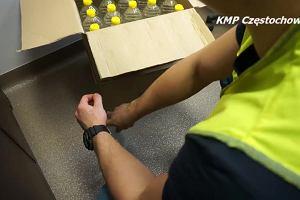 Policjanci przejęli pół setki butelek alkoholu i kilogramy nielegalnego tytoniu