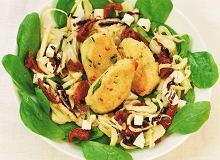 Krokieciki jaglane z sałatką ze szpinaku i fenkułu z orzechami - ugotuj
