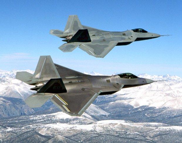 F-22 Raptor po raz pierwszy w misji bojowej. Nowoczesne my�liwce bior� udzia� w nalotach na d�ihadyst�w