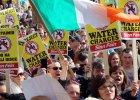 Irlandczycy po raz pierwszy od 150 lat musz� p�aci� za wod�. T�umy protestuj� na ulicach