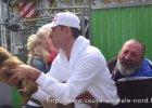 Francuscy aktywiści odbierają bezdomnemu psa