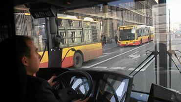 Kierowca autobusu [zdjęcie ilustracyjne]