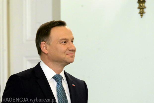 Prezydent Andrzej Duda podpisał ustawę dezubekizacyjną. Wystarczy jeden dzień służby w PRL i emerytura będzie znacznie niższa