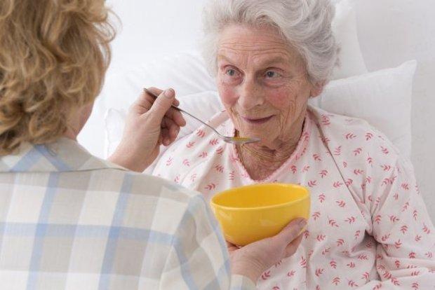 Opiekun osoby starszej - jak go wybrać?
