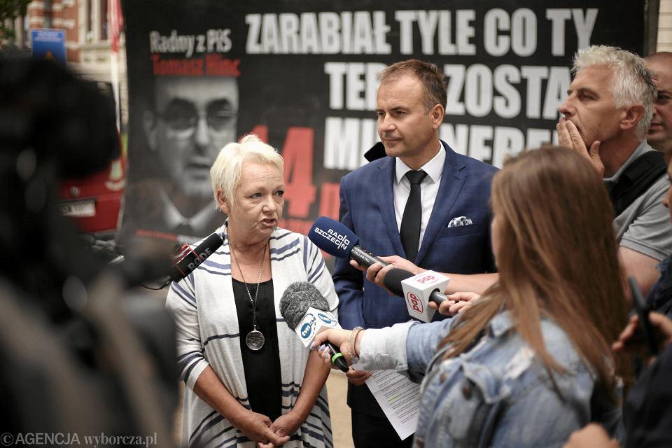 Posłowie PO Magdalena Kochan i Norbert Obrycki podczas konferencji nt. 'Karawany wstydu'