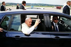 Galeria | Papie� Franciszek wybra� Volkswagena Golfa Sportsvana