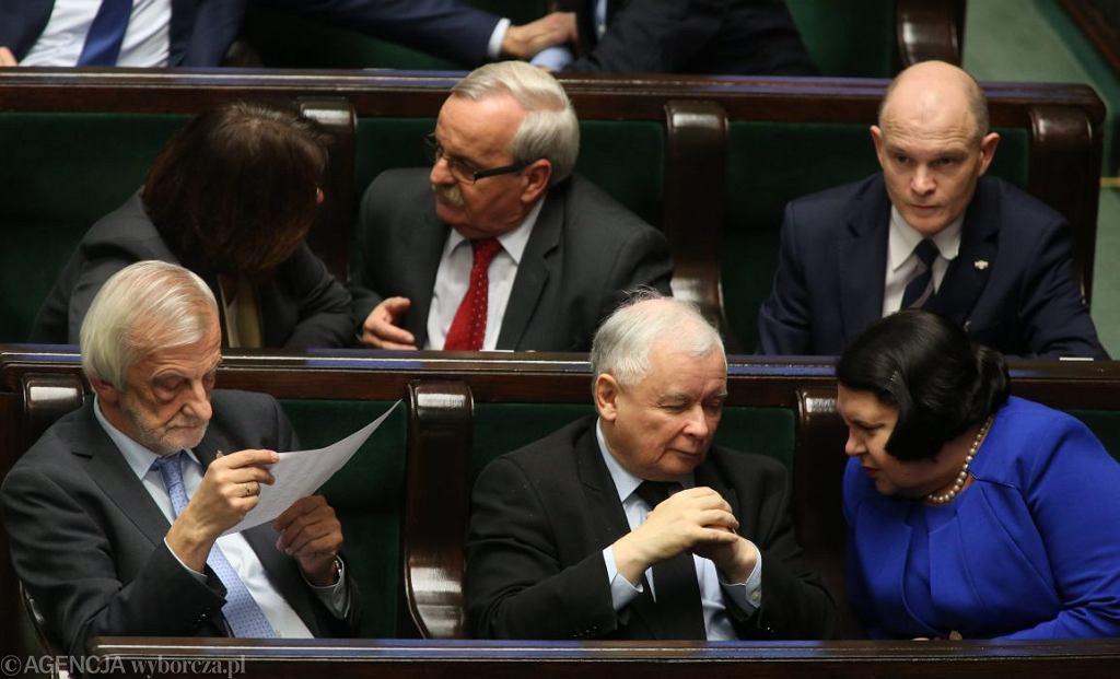 Prezes PiS Jarosław Kaczyński i posłanka Anna Sobecka na wieczornych głosowaniach Sejmu (Fot. Sławomir Kamiński / Agencja Gazeta)