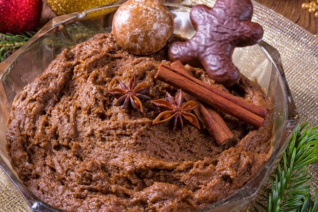 By ciasto na piernik dojrzewający miało nieco ciemniejszy kolor, możesz dodać do niego nieco kakao.